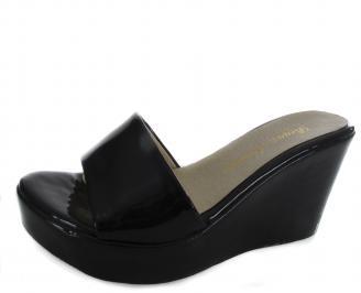 Дамски чехли на платформа еко кожа/лак черни MQWC-19614