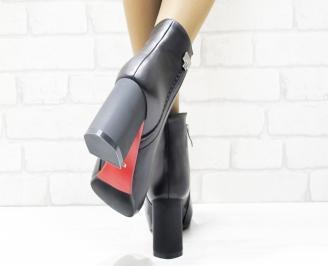 Дамски елегантни боти  черни  от еко кожа/лак AOGA-25426