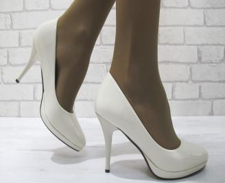 Дамски елегантни обувки  светло бежови  еко кожа/лак