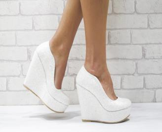 Дамски елегантни обувки на платформа  еко кожа/брокат бели UMAC-26077