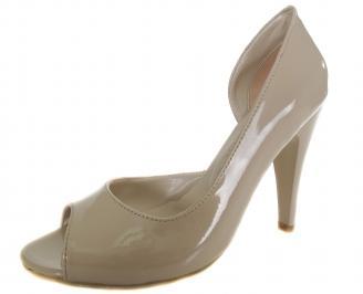 Дамски елегантни обувки бежови еко кожа/лак HUVV-19129