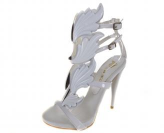 Дамски елегантни сандали на ток еко кожа/лак бели OTRI-19585