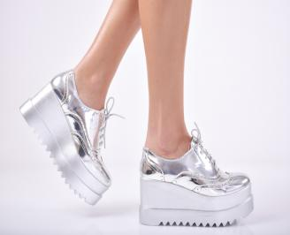 Дамски обувки на платформа еко кожа/лак  сребристи MLAD-1011737
