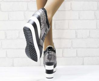 Дамски обувки  на платформа еко кожа/лак черни MNKA-25159