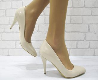 Дамски обувки на ток бежови еко кожа/лак LULV-22986