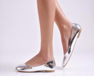 Дамски обувки равни еко лак сребристи MILC-26943