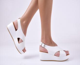 Дамски сандали на платформа бели. KYFT-1013948