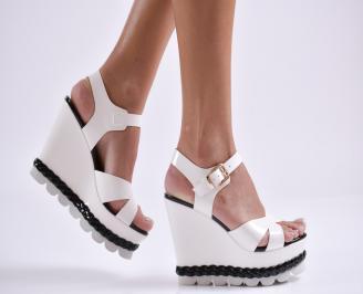 Дамски сандали на платформа еко кожа/лак бели IKDC-23295