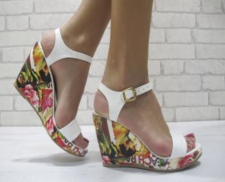 Дамски сандали на платформа еко кожа/лак бели ADOZ-23891