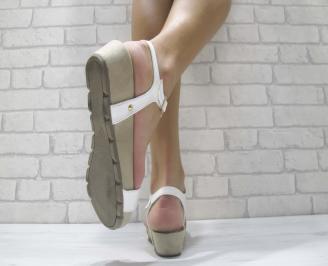 Дамски сандали на платформа еко кожа/лак бели WNRD-23912