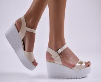 Дамски сандали на платформа еко лак бежови TOCU-24165