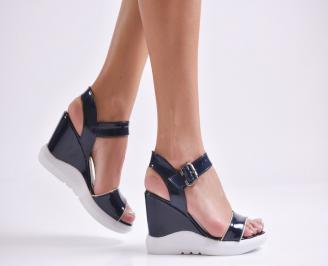 Дамски сандали на платформа еко кожа/лак тъмно сини RKPN-24207