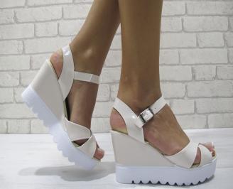 Дамски сандали на платформа еко кожа/лак светла пудра DEFP-24208