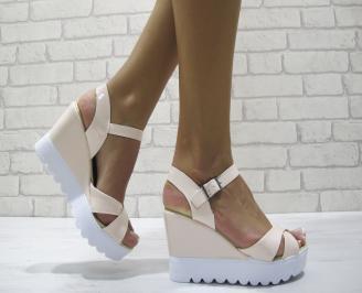 Дамски сандали на платформа еко кожа/лак розово OMPE-24213