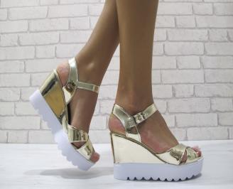 Дамски сандали на платформа еко кожа/лак златисти UGSY-24216
