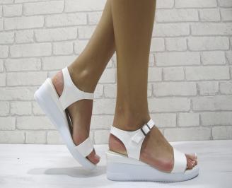 Дамски сандали на платформа еко кожа/лак бели RHWX-24225