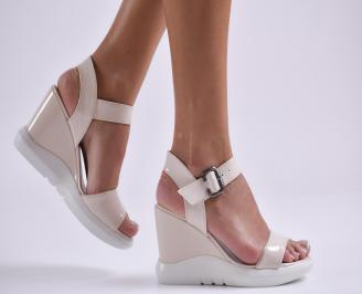 Дамски сандали на платформа еко кожа/лак бежови RZWU-24268