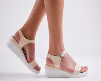 Дамски сандали на платформа еко кожа/лак бежови CLYW-24270