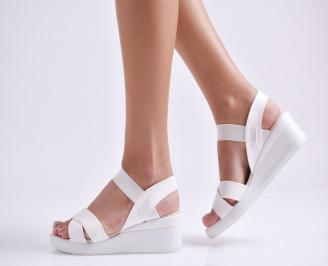 Дамски сандали на платформа еко кожа бели YCKI-24366