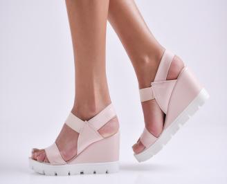 Дамски сандали на платформа еко кожа пудра UXAX-24403