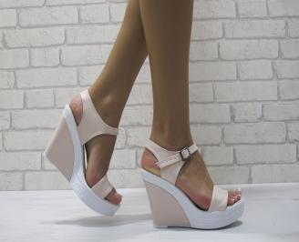 Дамски сандали на платформа еко кожа пудра QCIS-24408