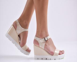 Дамски сандали на платформа еко кожа/лак бежови WBPG-24432