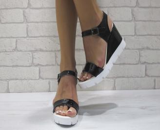 Дамски сандали на платформа еко кожа/лак черни UONX-24434