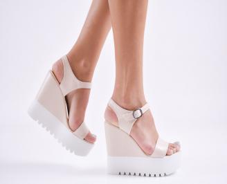 Дамски сандали на платформа еко кожа  бежови YNDY-27788